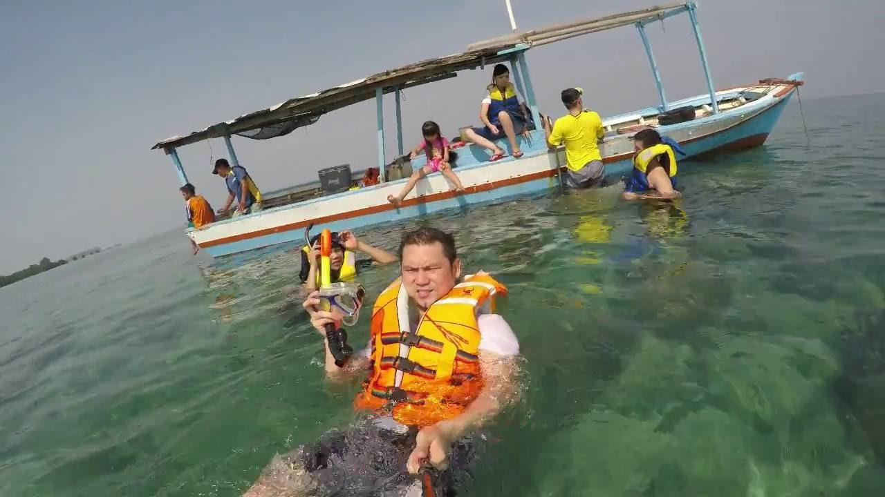 Menikmati indahnya laut di Pulau Tidung