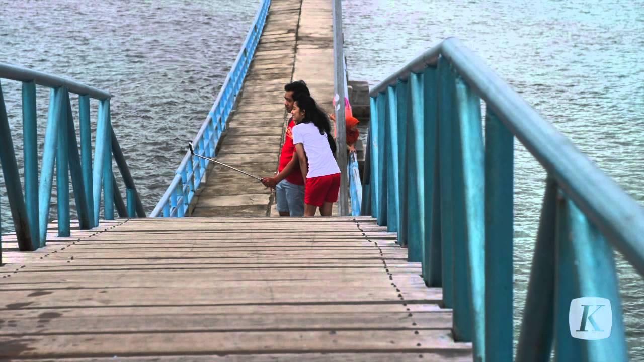Menikmati sore di Jembatan Cinta Pulau Tidung